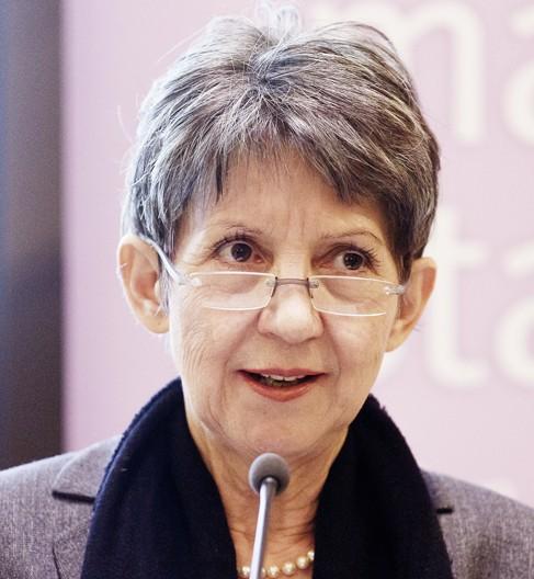 Nationalratspräsidentin Barbara Prammer unterstützt seit vielen Jahren die Aktion Familienfasttag. Als Gastgeberin des Benefiz-Suppenessens hob sie den ... - KLEIN_43_HH_2818_RZ-Kopie-e1396352740984