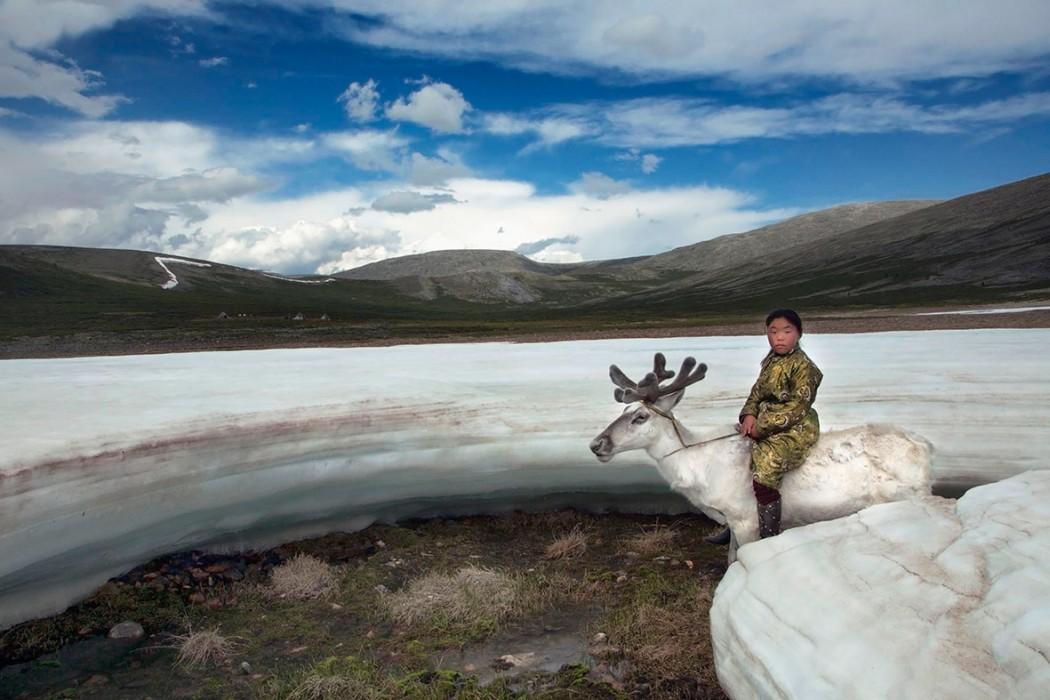 32_sardar_h_girl-herding-deer-on-glacier_mingholuk_west-taiga_2013-hovsgol-province_mongolia_2011-klein