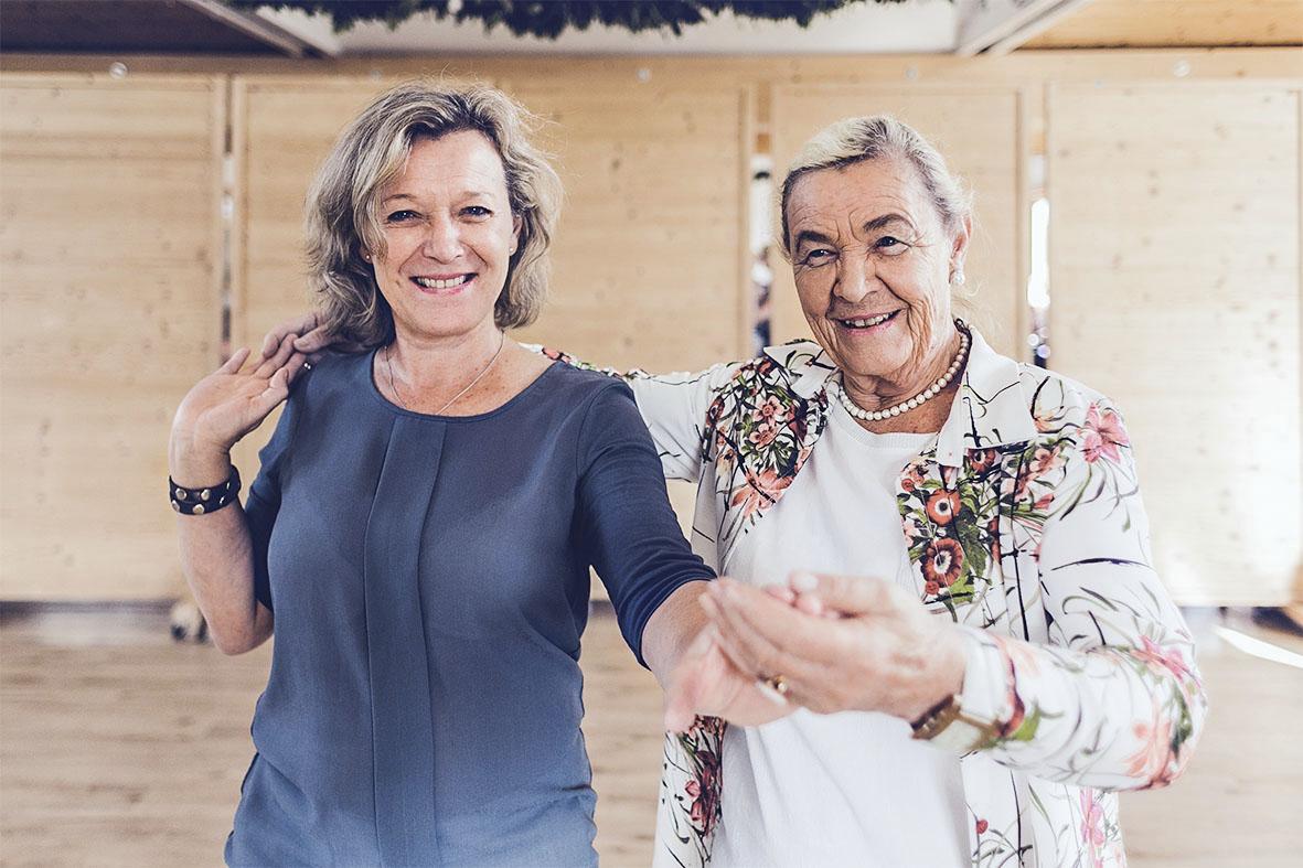 Ursula Mihelic (links) und ihre Mutter Ursula Stegmann tanzen gern. Für sie steckt darin auch eine lange Familiengeschichte.